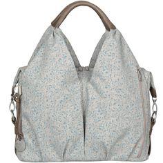 Le sac Neckline toutes fleurs chiné noir  de la marque Lässig vous permettra de ranger tout le nécessaire de bébé pour vos promenades.