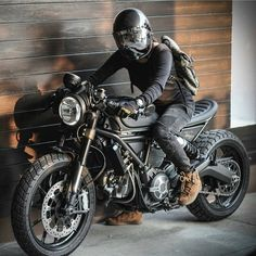 """Gefällt 3,673 Mal, 25 Kommentare - Cafe Racers & Vintage Bikes (@kaferacers) auf Instagram: """"All black is always the beet #kaferacers ------- Via @smp.bk ------- Follow @kaferacers for daily…"""""""