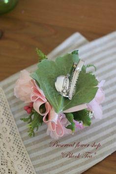 卒園式 卒業式 入学式に華を添える上品なプリザーブドフラワーコサージュ 卒園式、卒業式、入学式に着る服を華やかに彩るコサージュ。造花のコサージ…