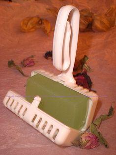 Bloc WC menthe-lavande (astuce: une goutte de colorant dans la préparation !)