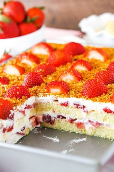 This Strawberry Shortcake Icebox Cake is an easy dessert that's perfect for summer! Made with fresh strawberries, a berry cream filling and soft ladyfingers, it's light, simple and layered to perfection! No Bake Desserts, Easy Desserts, Strawberry Shortcake Dessert, Apple Smoothies, Icebox Cake, Salty Cake, Strawberry Recipes, Strawberry Pie, Savoury Cake