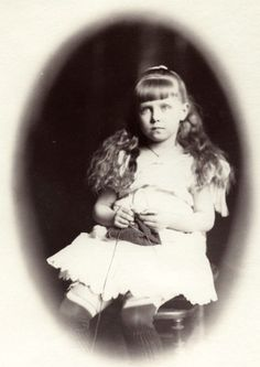 Little Pss Marie of Edinburgh, later queen Marie of Romania.
