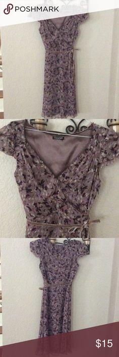Tahari Midi Dress Beautiful floral midi dress. I'm re-poshing because it didn't fit me.😔 Elie Tahari Dresses Midi