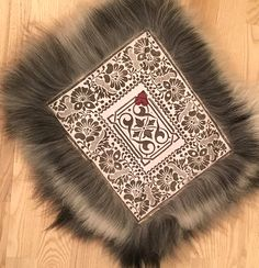 Sheepskin Rug, Handicraft, Cabins, Blankets, Fashion Ideas, Textiles, Rugs, How To Make, Inspiration