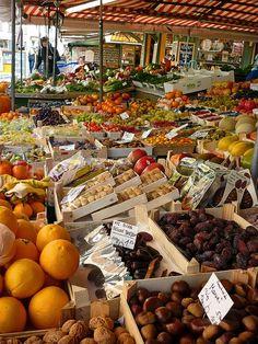 Viktualienmarkt market - year-round market with a great biergarten too