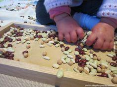 Εύκολα, οικονομικά και παιδαγωγικά! Η διάσημη Ιταλίδα παιδαγωγός Μαρία Μοντεσσόρι συνιστούσε να παίζουμε με τα παιδιά ηλικίας 2 έως 5 ετών παιχνίδια, τα οποία μπορούσαν να βοηθήσουν την ανάπτυξη του εγκεφάλου τους, χωρίς τη χρήση ειδικά