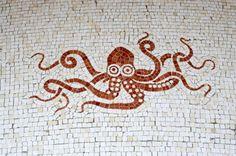 mosaique pieuvre Mosaic Art, Mosaic Glass, Mosaic Tiles, Ancient Romans, Ancient Art, Ancient Greek, Villa Kerylos, Le Kraken, Cap Martin
