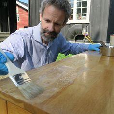 Det finnes håp for slitne eikebord med umoderne lakk fra Butcher Block Cutting Board, Furniture, Home Furnishings, Arredamento