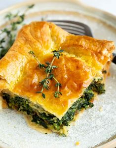 This spinach pie recipe is made with eggs, caramelized onions, gruyere cheese, and golden puff pastry. An easy side dish idea for Thanksgiving or a family dinner! Spinach Puff Pastry, Spinach Pie, Vegetable Quiche, Vegetable Side Dishes, Christmas Side Dishes, Gruyere Cheese, Vegetarian Recipes Dinner, Side Dishes Easy, Caramelized Onions