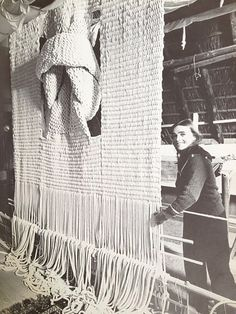 Hicks and her macrame art. Sheila Hicks and her macrame art. Art Fibres Textiles, Textile Fiber Art, Weaving Textiles, Weaving Art, Tapestry Weaving, Loom Weaving, Textile Artists, Hand Weaving, Sheila Hicks