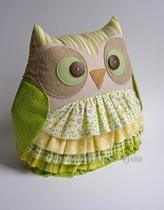 Discover thousands of images about 90 Almofadas de Coruja: Passo a passo com Moldes Fabric Toys, Fabric Crafts, Sewing Toys, Sewing Crafts, Owl Sewing Patterns, Owl Pillow, Baby Sewing Projects, Owl Crafts, Creation Couture