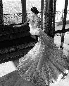 #ramisalamoun #bridetobe #bridezilla #weddingfashion #weddingday #wedding #bridesmaids #bride #bridalblogger #allthingsbridal #gettingmarried #bridaldress #bridal #bridsmaiddress #bridal #style #fashion #events #weddingplanner# veil #weddingsbyyourstruly# weddingdress #dreamwedding4u #inspiremeweddings #inspiration #weddings