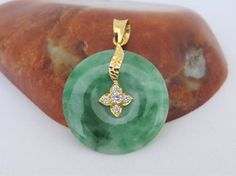 Vintage 18K Solid Yellow Gold Natural Green Jadeite Jade &