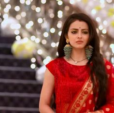 Beautiful Indian Actress, Beautiful Actresses, Beautiful Bride, Kurta Designs Women, Blouse Designs, Shrenu Parikh, Elegant Saree, Indian Designer Outfits, Celebs