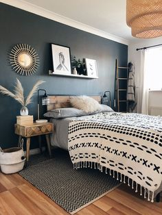 Who would have thought industrial style could be so chic? The edgy Happy Beds Urban Rustic bed looks like it would be ri Room Ideas Bedroom, Home Bedroom, Bedroom Decor, Urban Bedroom, Bedroom Interiors, Decor Room, Master Bedroom, New Room, Home Decor Inspiration