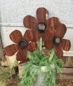 Rusty corrugated metal flower by RustinRose on Etsy - Alles über den Garten Corigated Metal, Metal Yard Art, Metal Tree Wall Art, Rusty Metal, Galvanized Metal, Metal Work, Sheet Metal Crafts, Sheet Metal Art, Barn Tin