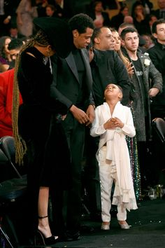 Beyoncé and JAY-Z Bring Blue Ivy to the Grammys Again, Because Babysitters Are Expensive Beyonce Knowles Carter, Beyonce And Jay Z, Beyonce Twin, Jayz Beyonce, Beyonce Coachella, Tina Knowles, Beyonce Family, Queen Bee Beyonce, Blue Ivy Carter