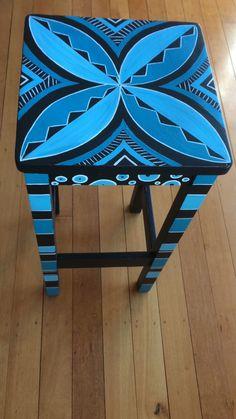 New refurbished furniture chairs fun Ideas Hand Painted Chairs, Painted Stools, Funky Painted Furniture, Recycled Furniture, Refurbished Furniture, Paint Furniture, Furniture Projects, Cool Furniture, Furniture Chairs