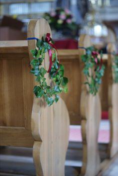 dekoracja kościoła,ślub,wianek z bluszczu
