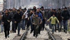 Mültecilerin ilk tepkisi Yardım et Merkel