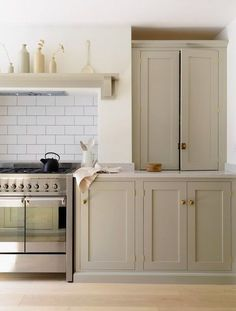 23 Charming Cottage Kitchen Design and Decorating Ideas that Will Bring Coziness to Your Home - The Trending House Kitchen Cabinet Colors, Painting Kitchen Cabinets, Taupe Kitchen Cabinets, Base Cabinets, Coloured Kitchen Cabinets, Neutral Cabinets, Cherry Cabinets, Shaker Cabinets, Kitchen Counters