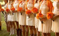 orange bouquets and shawls | Leah Jean #wedding