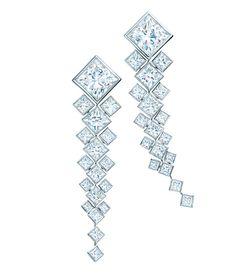 Les boucles d'oreilles Masterpiece en diamants taille princesse de Tiffany & Co. http://www.vogue.fr/joaillerie/le-bijou-du-jour/diaporama/la-bague-art-deco-masterpiece-de-tiffany-co/19599#!les-boucles-d-039-oreilles-masterpiece-en-diamants-taille-princesse-de-tiffany-amp-co