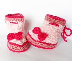 Knitted baby shoes by Qiong Lin on Etsy