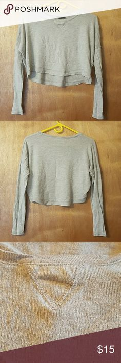 """Topshop Hi-Lo Wool Blend Cropped Sweater This is super soft and a really pretty Heather grey. It's a nylon/wool blend. Bust is 25"""" across,  length is 13"""" front/15"""" back. Pre loved but in excellent condition. No trades. Pet and smoke friendly home. Firm price.  Thank you! Topshop Tops Tees - Long Sleeve"""