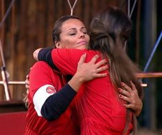 Nicole Bahls e Viviane Araujo unem forças e se abraçam em momento difícil - A Fazenda - Rede Record