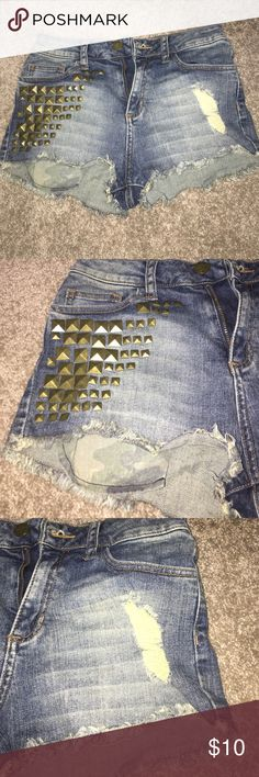 Stud ripped highwaisted Shorts ❤️ These shorts are perfect for any Croptops. Like new, Size small, no brand but very durable and high quality Hollister Shorts Jean Shorts