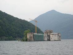 Kasteel op een eilandje in het Lago Magiorre ter hoogte van Cannero Italië