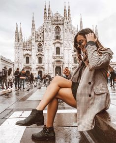 How To Edit Photos With One Click With My Lightroom Presets Milan Travel, Shotting Photo, Photo Instagram, Travel Aesthetic, Photo Poses, Travel Pictures, Photography Poses, Photo Editing, Cute Outfits