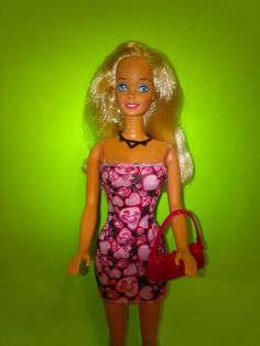 Vintage Barbie with a New hearts Dress & sparkle girls purse. Barbie's arms go up & down she is like new New Heart, Mattel Dolls, Heart Dress, Valentine Heart, Vintage Barbie, 1990s, Arms, Bodycon Dress, Sparkle