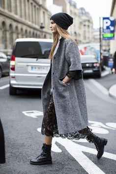 let's see that again. #BiancaBrandolini & that lace peek-a-boo/topper/beanie combo. Milan.