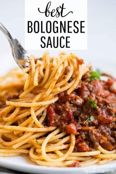 spaghetti recipes Hands down the BEST homemade bolognese sauce ever! The flavors in this bolognese are unreal and it will soon become your new go to sauce for pasta night! Beste Bolognese Sauce, Homemade Bolognese Sauce, Slow Cooker Bolognese Sauce, Homemade Sauce, Spaghetti Bolognese Slow Cooker, Best Spaghetti Bolognese Recipe, Beef Bolognese Recipe, Italian Dishes, Italian Recipes