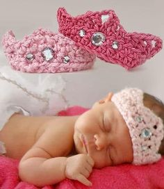 Crochet Baby Girl Newborn Baby Crown Free Crochet Pattern - You will love this Crochet Baby Crown Pattern Free Video and it's very easy to make. It would be a perfect newborn baby gift for friends and family. Crochet Gratis, Free Crochet, Knit Crochet, Crotchet, Crochet Beanie, Booties Crochet, Crochet Mandala, Blanket Crochet, Baby Girl Crochet