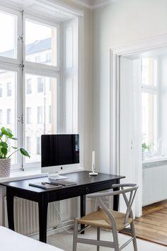 Hemnetgodis – Sida 3 – Jeyas stil Office Desk, Corner Desk, Furniture, Home Decor, Corner Table, Desk Office, Decoration Home, Desk, Room Decor