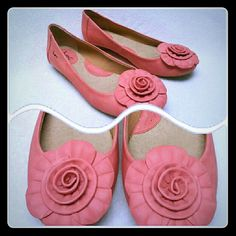 B.O.C coral flats with flower Worn a few times. Very comfortable and cute for summer! Born Shoes Flats & Loafers