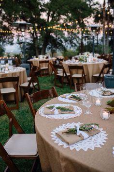 Wedding con manteles con tela de saco.