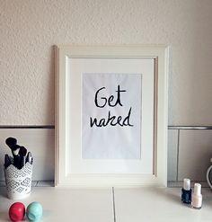 Badezimmer DIY Bild get naked l ganz einfach selber machen mit Acrylfarbe und Druckerpapier l Badezimmer Deko Ideen l die Anleitung findet ihr auf unserem Blog l wir freuen uns auf euch ♡