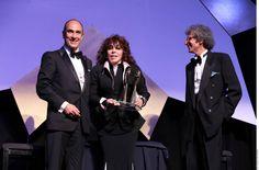 Cd. de México.- Por el impacto que tuvo Los Ricos También Lloran, Verónica Castro fue reconocida con el Premio Italia México. En una edición especial de los reconocimientos, que por primera vez galardonó a personajes de la cultura de ambos países, la actriz recibió el honor y agradeció el gran apoyo que desde 1980 ha...