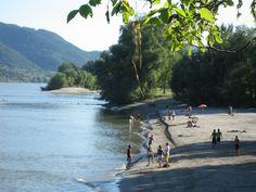 Uma praia às margens do Danúbio na Weißenkirchen, muito rara. Danube River, Water, Outdoor, The Beach, Pictures, Gripe Water, Outdoors, Outdoor Games, Outdoor Living