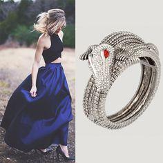 Nowość w SCALLINI! Bransoletka CROCODILE SILVER , niespotykana, wyrafinowana i unikatowa. Biżuteria dla kobiety odważnej, lubiącej łamać konwenanse i przyciągać uwagę.