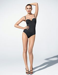 body wolford, à porter en toutes occasions Female Pose Reference, Pose Reference Photo, Fashion Model Poses, Fashion Photography Poses, Poses Silhouette, Fashion Illustration Poses, Poses Modelo, Fashion Figure Drawing, Pose Portrait