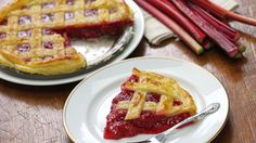 These sugar free pie recipes pack all the great flavor we love without the guilt. Try them out at your next holiday gathering for a healthy dessert. Rhubarb Desserts, Strawberry Rhubarb Pie, Spring Desserts, Rhubarb Recipes, Mousse Pie Recipe, Lime Pie Recipe, Tarts Recipe, Blackberry Pie Recipes, Cream Pie Recipes