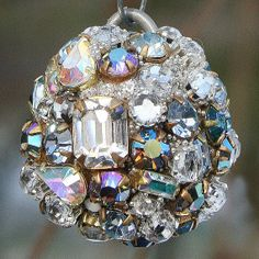 I will have to make some of these... Old Jewelry Crafts, Costume Jewelry Crafts, Jewelry Tree, Recycled Jewelry, Jewelry Christmas Tree, Beaded Christmas Ornaments, Rhinestone Art, Vintage Rhinestone, Vintage Thanksgiving