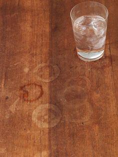 Mega Trick: So bekommst du den Holztisch sauber
