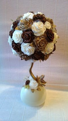Why Rose Gardening Is So Addictive - Urban Gardening Christmas Pine Cones, Christmas Makes, Christmas Crafts, Pine Cone Decorations, Flower Decorations, Christmas Decorations, Flower Crafts, Diy Flowers, Paper Flowers