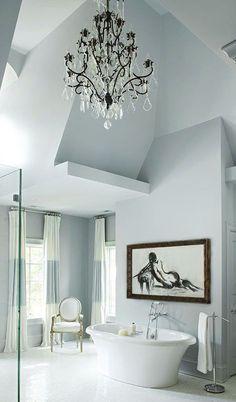 Muebles en lugares imposibles: #Sillas que renuevan tu #baño  #decor #interiorismo